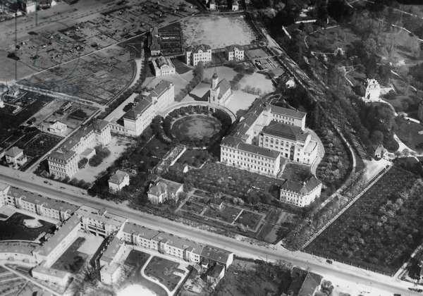 Nerve clinic Rosenhuegel in Vienna, 1938 (b/w photo)