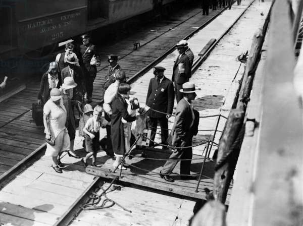 Rejected immigrants leave the USA, 1931 (b/w photo)