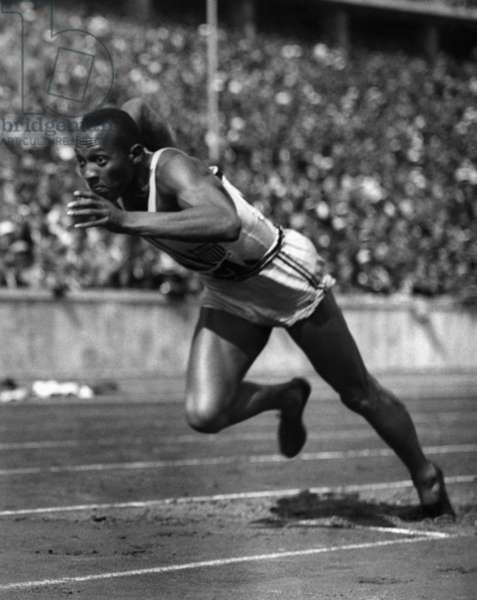 Jesse Owens (b/w photo)