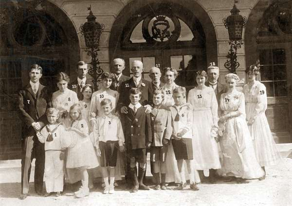 King Gustav V of Sweden with his family (b/w photo)