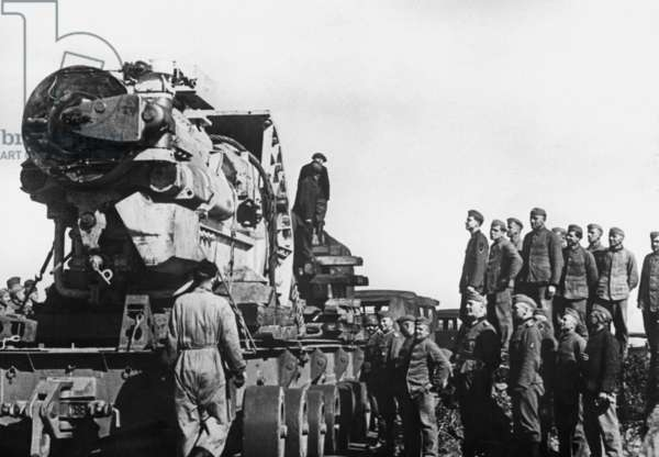 Transport of a heavy gun on the Atlantic Wall, 1942 (b/w photo)