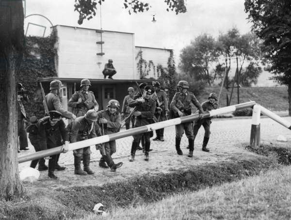 Soldiers during the German invasion of Poland, 1939 (b/w photo)