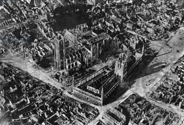 Ypres, 1915 (b/w photo)