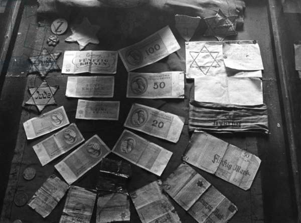 Money and Jewish stars from the Warsaw Ghetto (b/w photo)