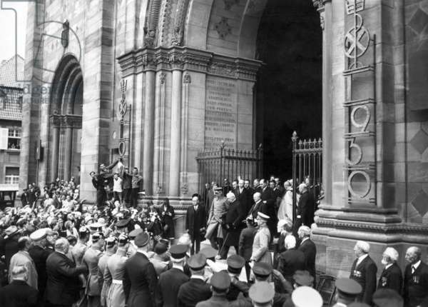 Reich president Hindenburg at the Cologne Cathedral, 1930