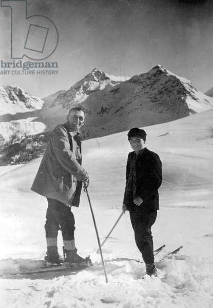 The German writer Hermann Hesse skiing in Arosa, 1928 (b/w photo)