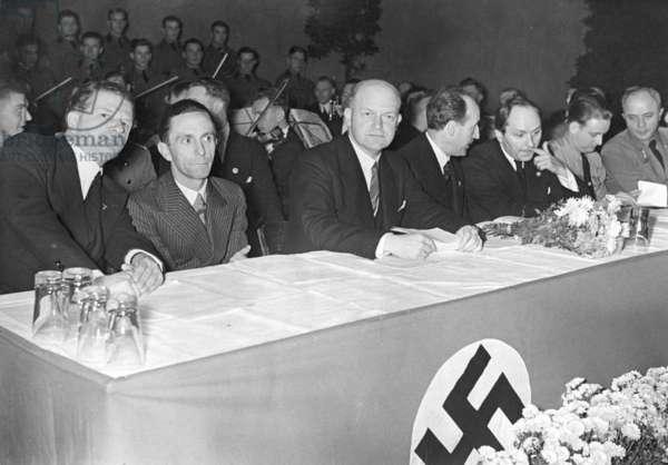 """Joseph Goebbels at the """"Woche des Deutschen Buches"""" (""""Week of the German Book""""), 1934"""