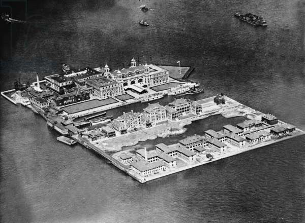 Ellis Island, 1927 (b/w photo)
