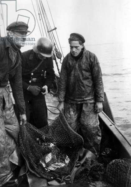French fishermen in Le Havre, 1941 (b/w photo)