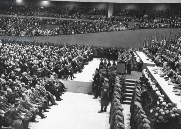 Joseph Goebbels at the inauguration of the Deutschlandhalle, 1935