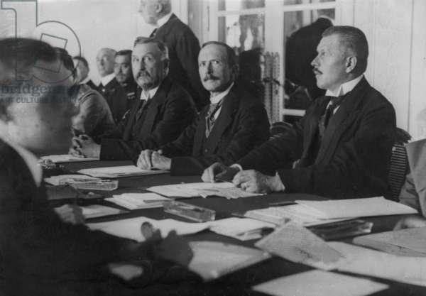 Konstantin Fehrenbach, Walter Simons, Otto Geßler in Spa, 1920 (b/w photo)