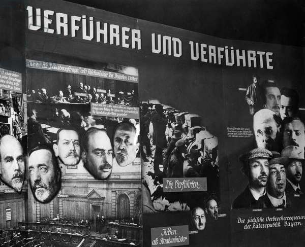 Exhibition 'The Eternal Jew' at the Reichstag building in Berlin, 1938 (b/w photo)
