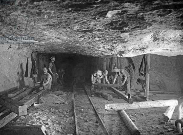 Salt mining, 1920s