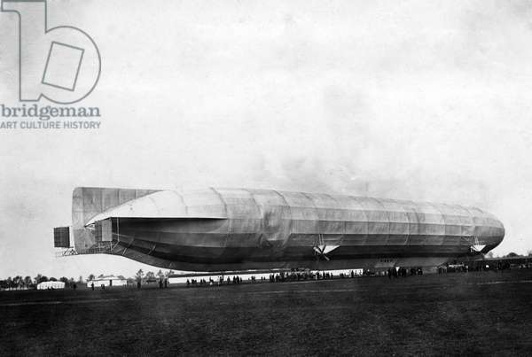 German zeppelin before take off (b/w photo)