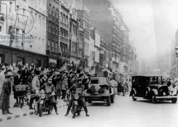 Crowds on the street during the Battle of Britain, London, 1940 (b/w photo)
