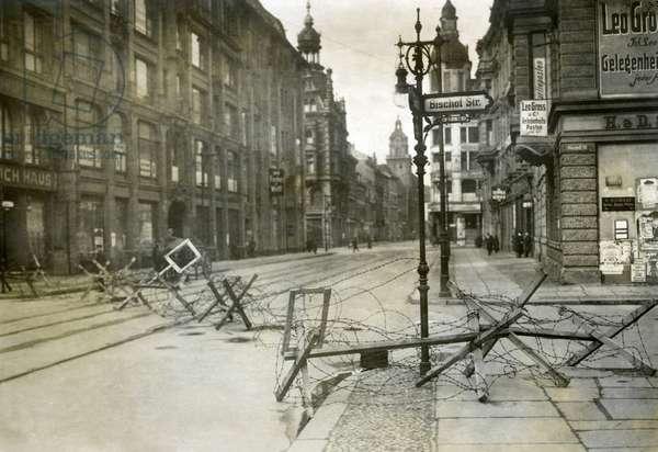 Barrier at the Bischofsstrasse in Berlin, 1919