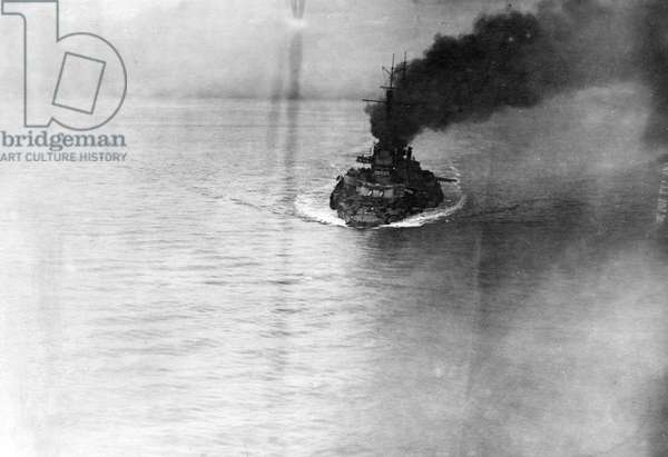 German warship in the North Sea during the First World War (b/w photo)