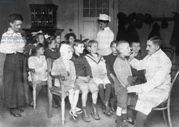 School dental clinic, 1919