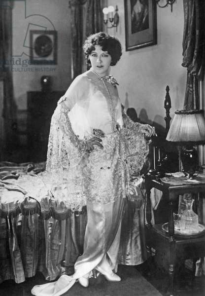 Women's fashion, 1927 (b/w photo)