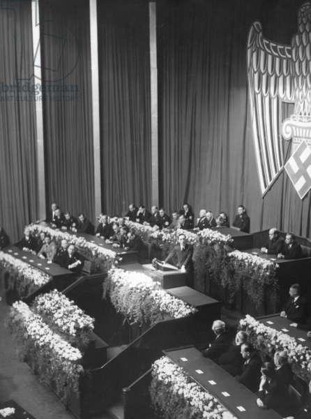 Joseph Goebbels is talking to film makers, 1937