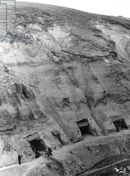 German shelters in a balka near Stalingrad, 1942 (b/w photo)