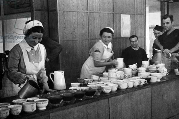 Food station of the DRK in Paris, 1940 (b/w photo)