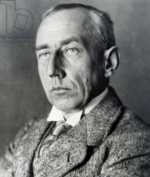 Roald Amundsen (b/w photo)