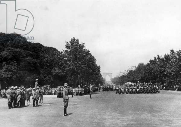 Military parade in Paris (b/w photo)