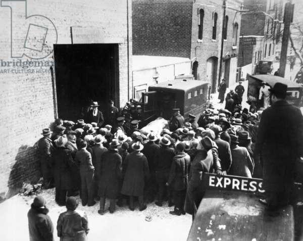 Gang war in Chicago, 1929 (b/w photo)