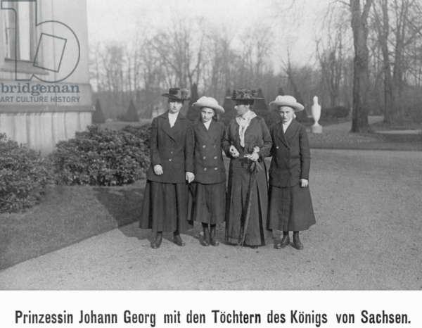 Princess Johann Georg with the daughters of the King of Saxony, 1916 (b/w photo)