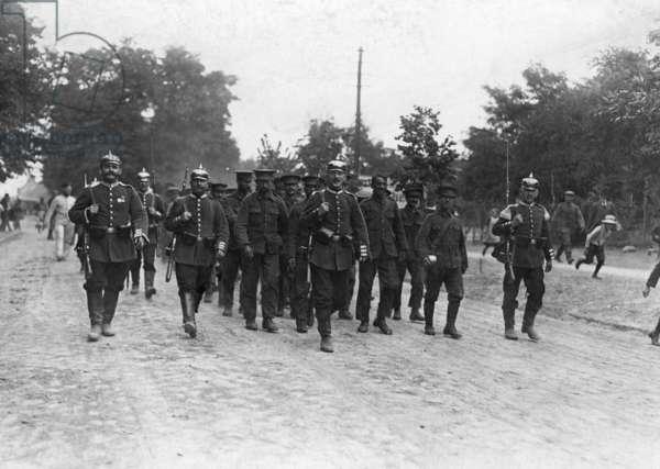 Transport of English prisoners of war, 1914 (b/w photo)