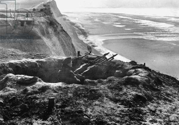 German antiaircraft machine gun position on the Atlantic Wall, 1942 (b/w photo)