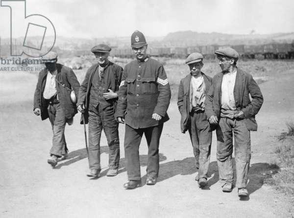 Miners' strike in England, 1926 (b/w photo)