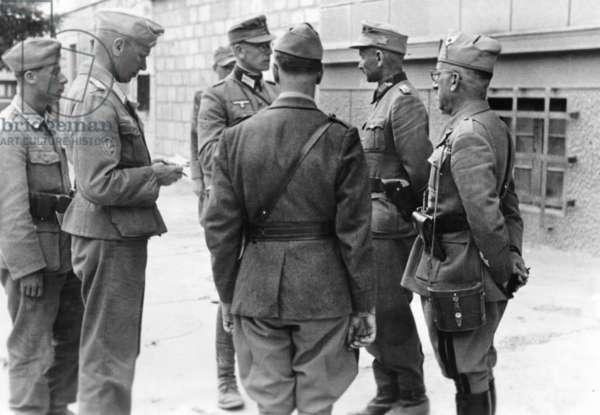 Negotiations of italian troops in Knin, 1943 (b/w photo)