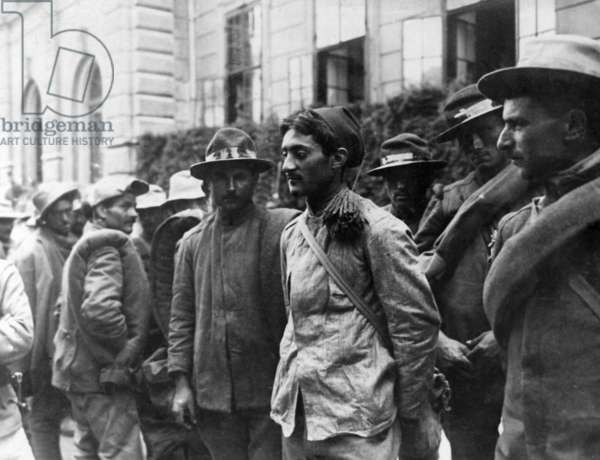 Italian prisoners of war, 1916 (b/w photo)