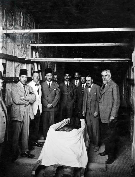 Howard Carter in a royal grave in the Valley of the Kings in Egypt (b/w photo)