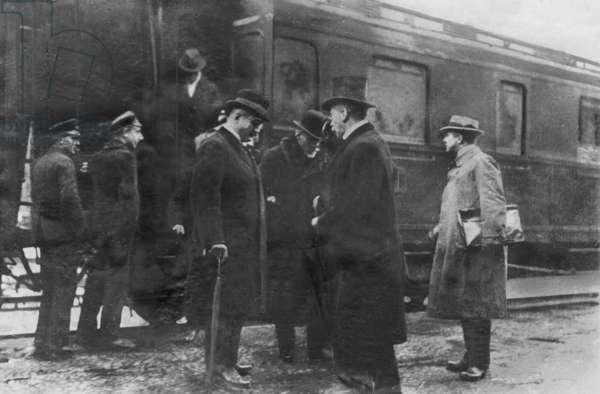 Gustav Bauer's arrival in Flensburg, 1919 (b/w photo)