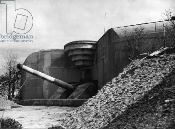 German coastal artillery on the Atlantic Wall (b/w photo)