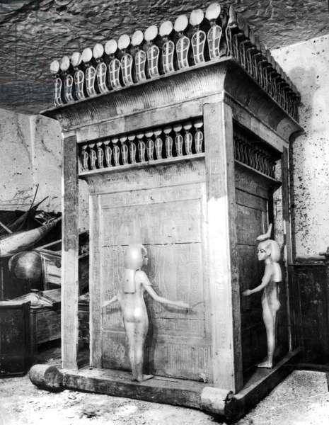 Canoptic shrine in the burial chamber of Tutankhamen, 1922 (b/w photo)