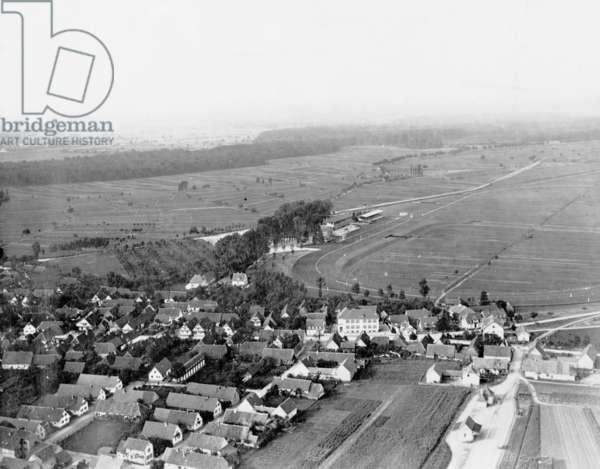 Race track in Iffezheim, 1913 (b/w photo)