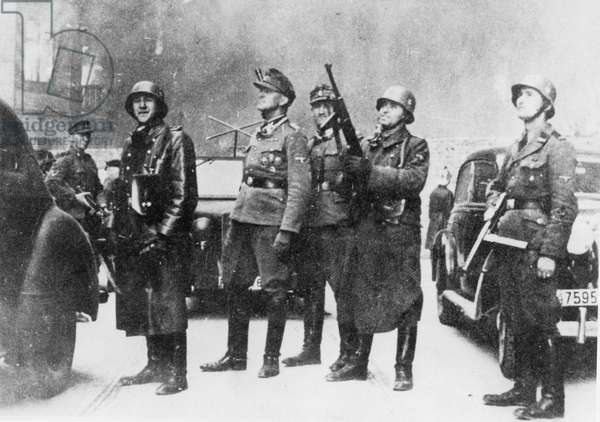 Waffen-SS at the destruction of the Warsaw Ghetto, May 1943 (b/w photo)