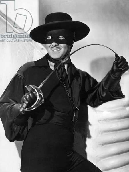 """Tyrone Power in the film """"The Mark of Zorro"""" from 1940 (b/w photo)"""