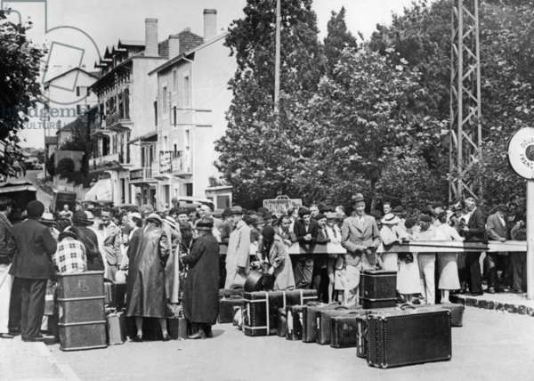 Spanish refugees at the French border crossing in Hendaye, 1936