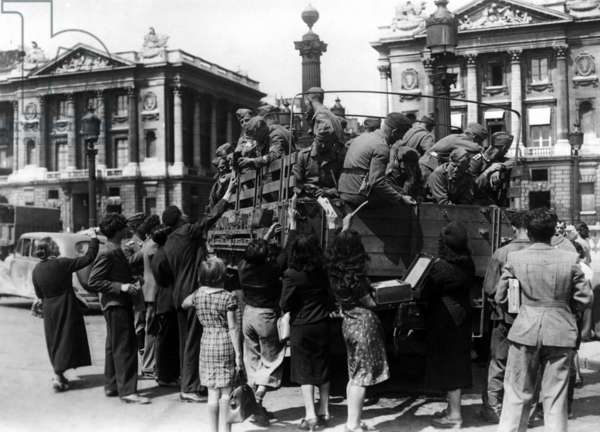 German soldiers on the Place de l'Opera, 1940 (b/w photo)