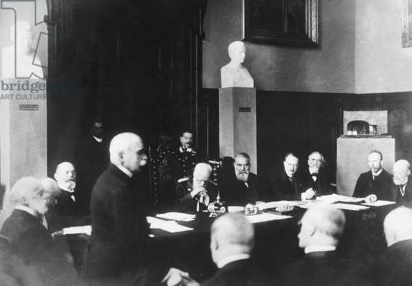 Committee meeting of the board of trustees of the museum in Munich, 06.02.1917 (b/w photo)