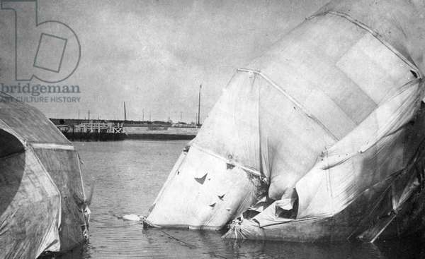 The wreck of a German zeppelin in Ostend (b/w photo)