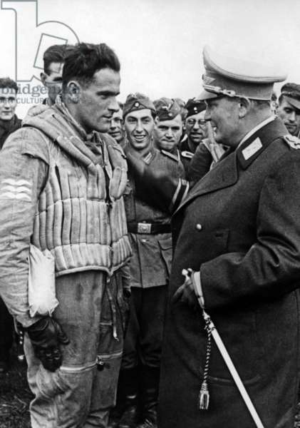 Hermann Göring with a pilot of the Luftwaffe, 1940 (b/w photo)