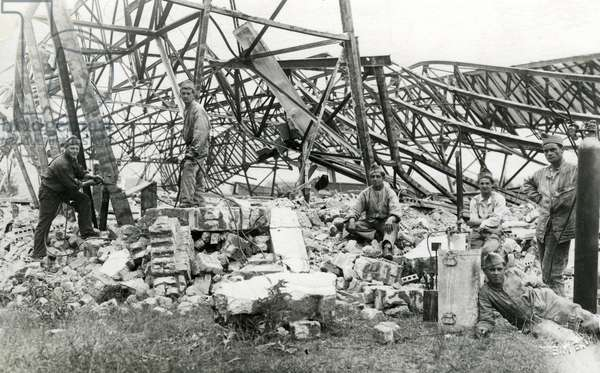 French soldiers dismantle a German hangar, around 1920