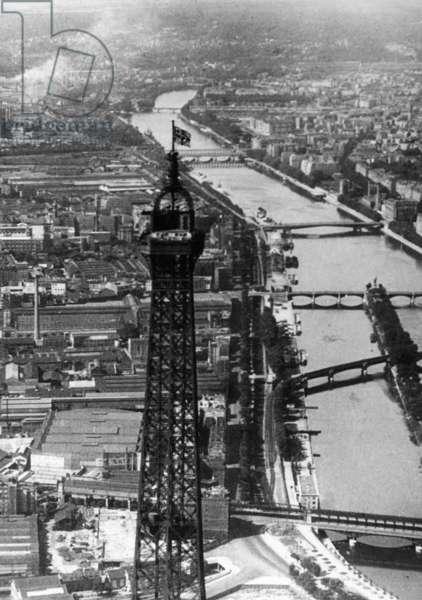 The Eiffel Tower in Paris, 14.06.1940 (b/w photo)