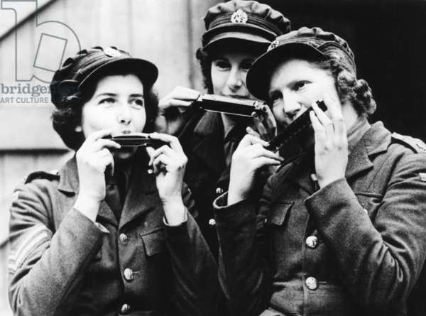 Women of the Auxiliary Territorial Service (ATS) in France playing harmonica, 1939 (b/w photo)